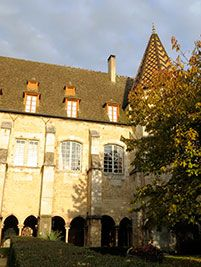 beaune cloitre collegiale