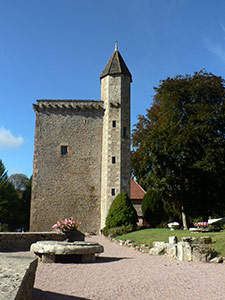 Chateau de Couches - donjon and courtines